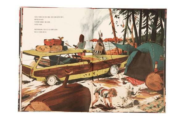 Nino buddelt vor einem Zelt mit seinem Hund Löcher in die Erde