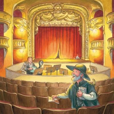 Nachtwächter verteilt Programmhefte in Konzerthalle, ein männlicher Musiker im Hintergrund bei den Proben