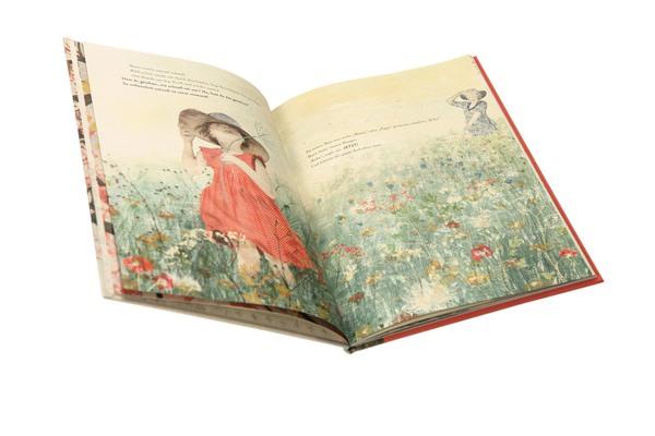Mädchen im roten Kleid und Hut auf bunter Blumenwiese, Oma mit Hut im Hintergrund