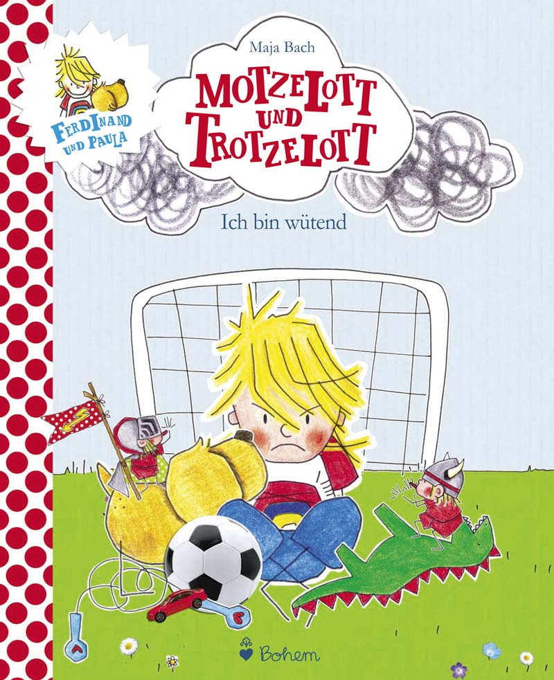 Junge sitzt wütend vor einem Fußballtor, ein Ball und einige Spielsachen sind um ihn herum versammelt