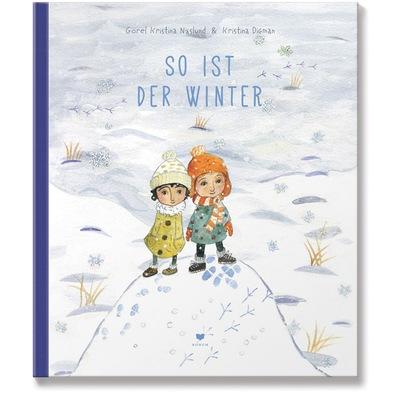 Cover zeigt zwei lächelnde Kinder auf Schneehügel