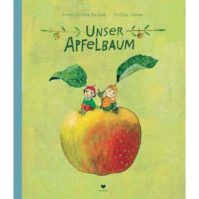 Zwei kleine Jungs sitzen auf einem riesigen Apfel