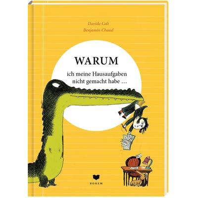 Krokodil hält Jungen, mit Heft und Stift in den Händen, am Hosenbund hoch in die Luft, darunter ein Schreibtisch und ein Hund