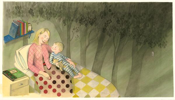 Mutter und Tochter liegen zusammen im Bett und unterhalten sich